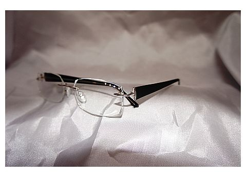 faceted eye wear